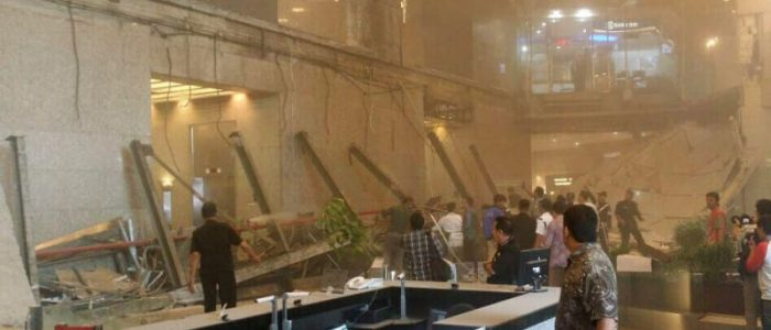 Balkon Atap Tower II Gedung BEI Ambruk, Puluhan Terluka