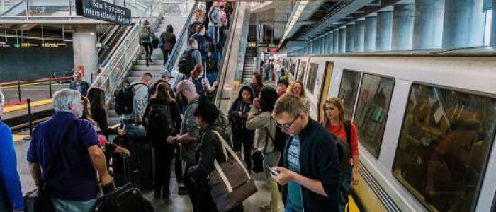 Hadang Wabah Pneumonia, AS Perketat Pemeriksaan di Tiga Bandara